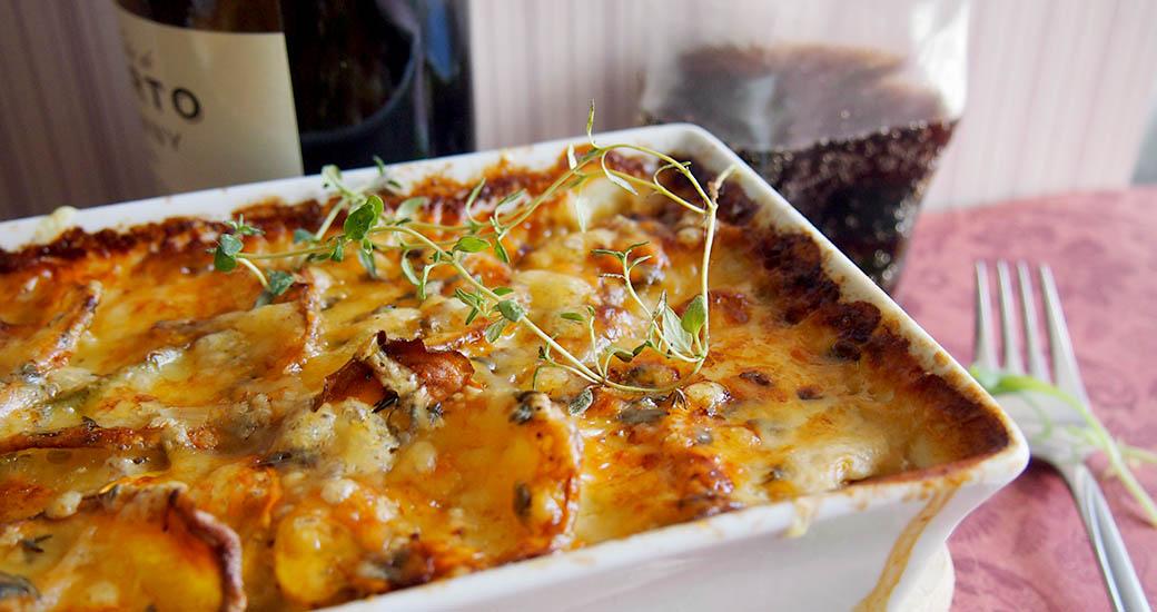 ... zapiekane z cukinią i serem Gruyère/Cheesy potato zucchini gratin