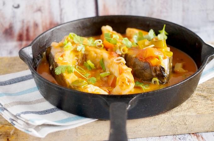 Orientalny karp duszony w sosie pomidorowym / Asian style carp cooked in tomato sauce