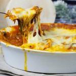 Ravioli zapiekane w miesnym sosie ze szpinakiem / Baked ravioli with meat and spinach sauce