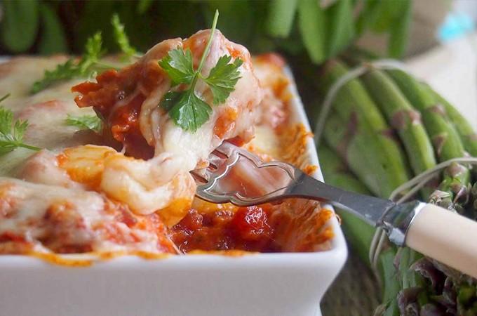 Gnocchi zapiekane z sosem pomidorowym i mozzarellą / Baked gnocchi with tomato sauce and mozzarella