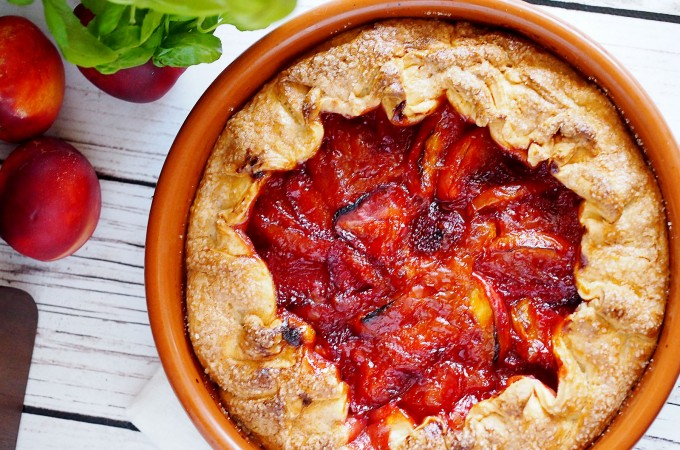 Rustykalna tarta z truskawkami i nektarynkami / Strawberry and nectarine galette