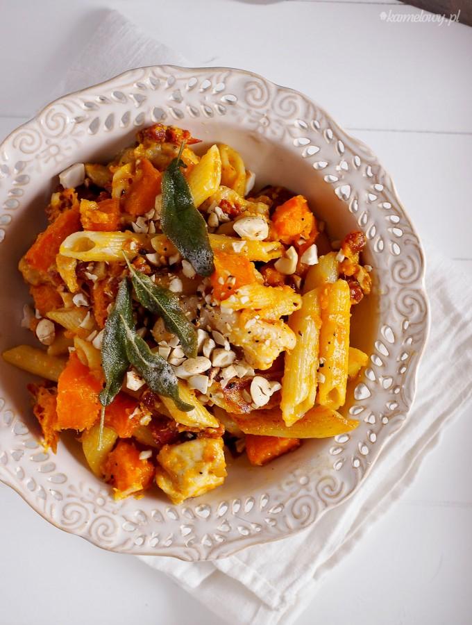Makaron z dynią i kurczakiem w sosie z palonego masła / Brown butter pumpkin and chicken pasta