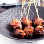 Daktyle w boczku nadziewane serem / Cheesy bacon-wrapped dates