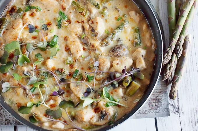 Kurczak zapiekany w śmietankowym sosie ze szparagami / Creamy chicken and sparagus bake