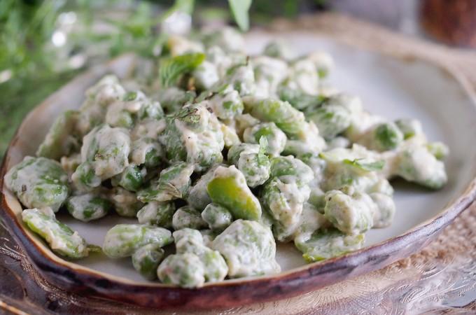 Bób i groszek w sosie śmietanowym / Creamed broad beans and peas