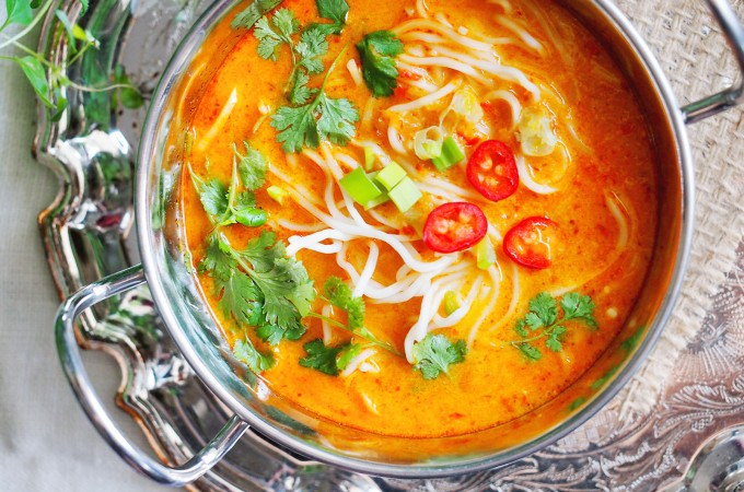 Pikantna zupa tajska z makaronem / Spicy Thai noodle soup