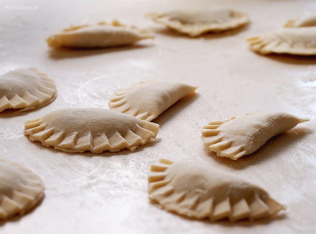 Podstawowe ciasto na pierogi / Basic pierogi dough - Karmelowy blog ...