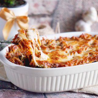 Makaron zapiekany z wołowiną, boczniakami i jarmużem / Beef, mushroom and kale pasta bake