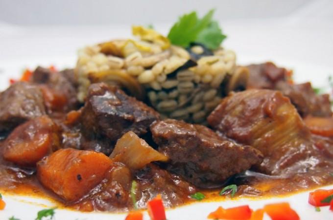 Gulasz wołowy z czerwonym winem i problem marnowania jedzenia