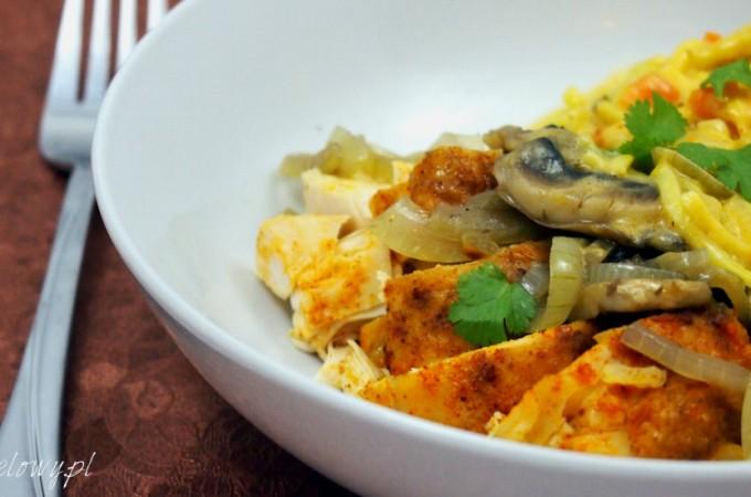 Casserole z paprykowym kurczakiem i makaronem