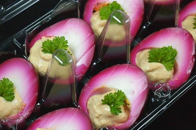Marynowane jajka faszerowane musem z tuńczyka