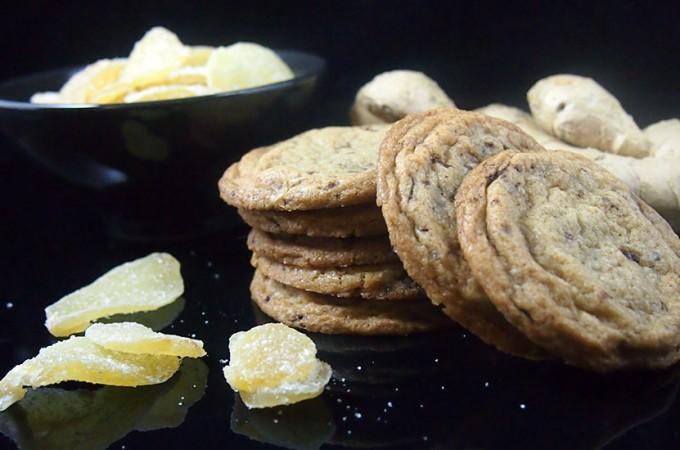 Szybkie ciasteczka z czekoladą i kandyzowanym imbirem