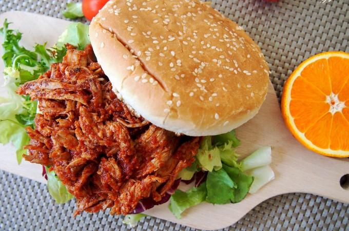 Kanapki z pulled pork z polędwiczki wieprzowej w sosie barbeque