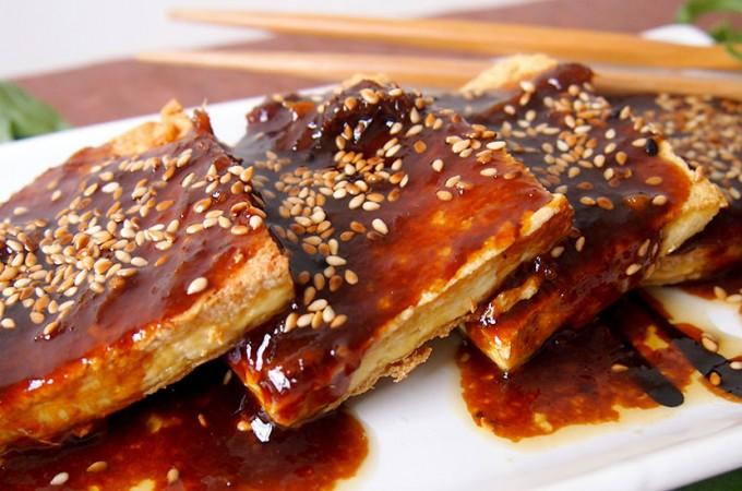 Smażone tofu w azjatyckim sosie