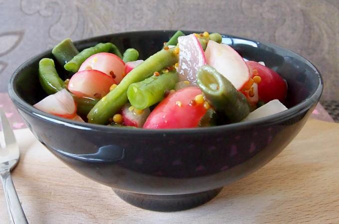 Lekka sałatka z fasolki i rzodkiewki Hestona Blumenthala/Heston Blumenthal's green bean and radish salad