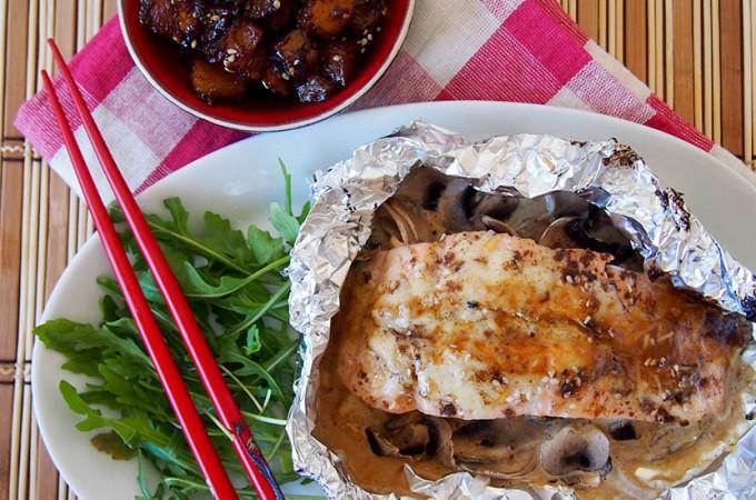 Łosoś z warzywami w sosie majonezowym z pastą miso / Salmon miso-mayo