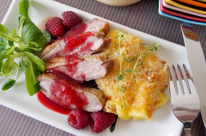Piersi kacze z sosem ze świeżych malin i porto/Duck breasts with raspberry and port sauce