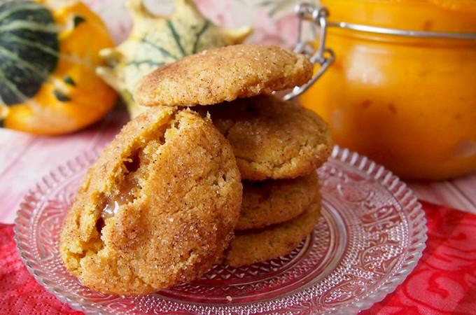 Ciasteczka dyniowe z nadzieniem z toffi / Toffee stuffed pumpkin cookies