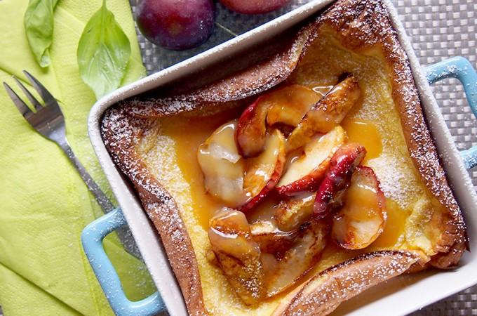 Jesienny omlet z piekarnika z karmelizowaną gruszką i jabłkiem / Apple and pear dutch baby