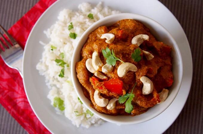 Kurczak w kremowym sosie z orzechami nerkowca w stylu indyjskim / Creamy indian cashew chicken