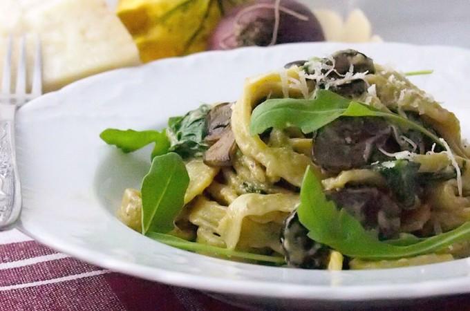 Makaron ze szpinakiem i serem z niebieską pleśnią / Pasta with spinach and blue cheese