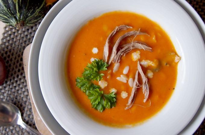 Zupa dyniowa z kurczakiem i makaronem / Pumpkin soup with chicken and orzo