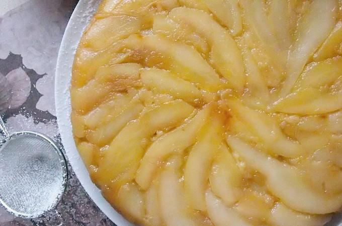 Odwrócone ciasto gruszkowe z nutą kokosową / Upside down pear and coconut cake