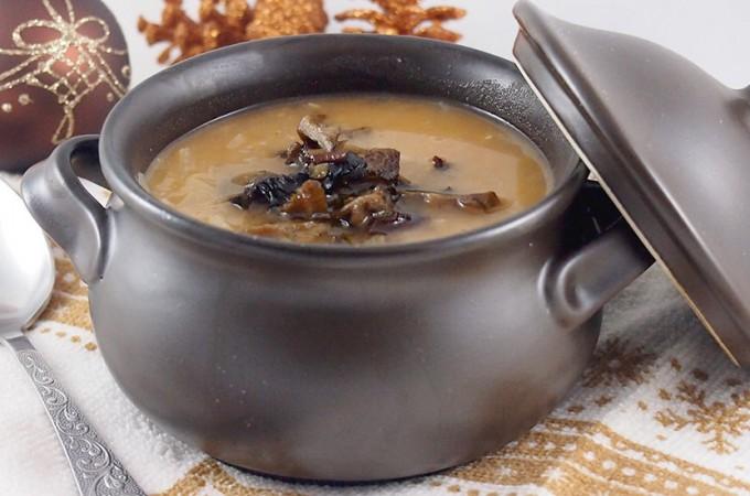 Świąteczny kapuśniak z grochem i grzybami mojej mamy / Cabbage and split pea soup with mushrooms