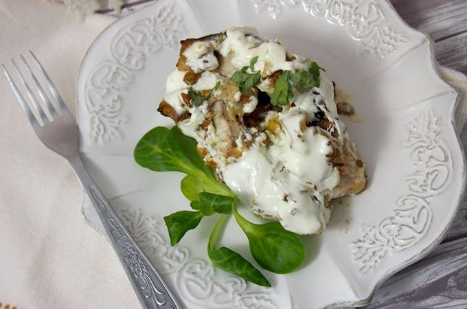 Karp z kurkami zapiekany w śmietanie / Carp baked with mushrooms and sour cream