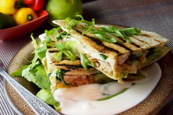 Quesadilla z kurczakiem, szpinakiem i kozim serem / Spinach, chicken and goat cheese quesadilla