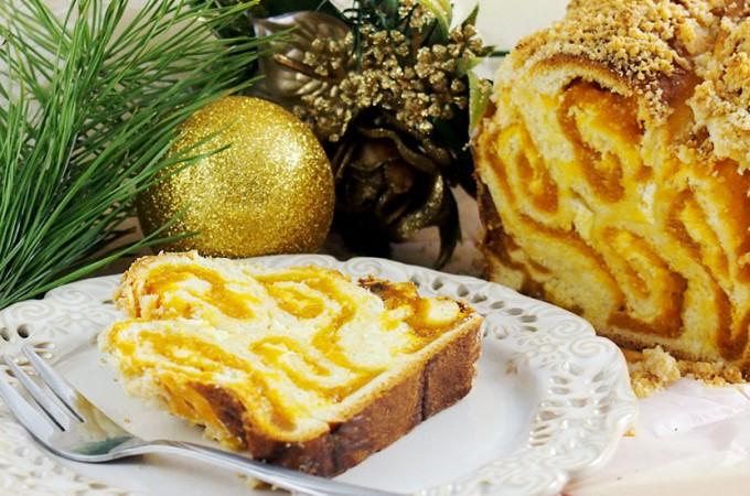 Drożdżówka z serkiem, morelami i kruszonką / Apricot cream cheese babka with streusel