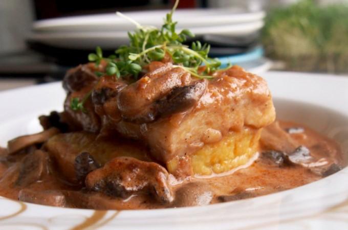 Pieczony halibut w sosie z czerwonego wina / Baked halibut with red wine sauce
