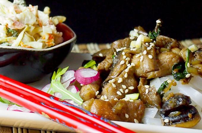 Karkówka ze szpinakiem w pikantnym sosie czosnkowym/Sauteed pork neck and spinach with spicy garlic sauce