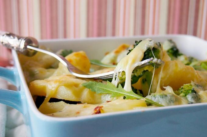 Ziemniaki z brokułami zapiekane pod mozzarellą / Potatoes and broccoli baked with mozzarella