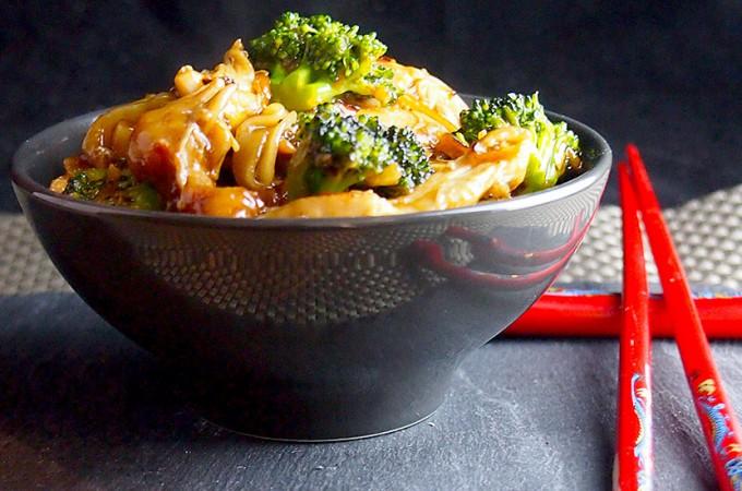 Makaron z kurczakiem w sosie teriyaki/Teriyaki chicken noodle bowls