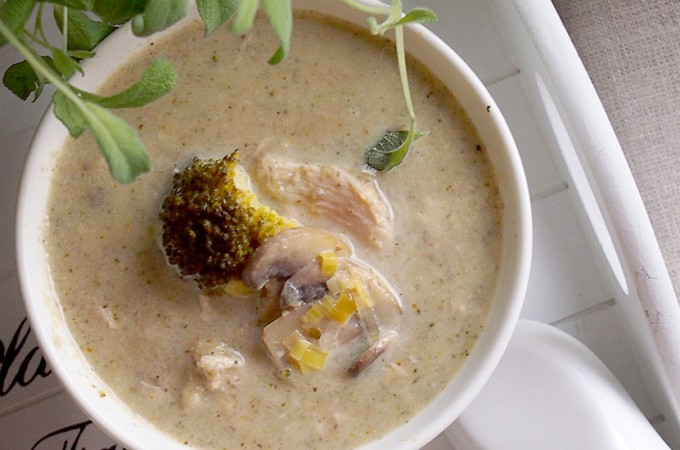 Pożywna zupa z kurczakiem, porami i grzybami/Chicken, leek and mushroom soup