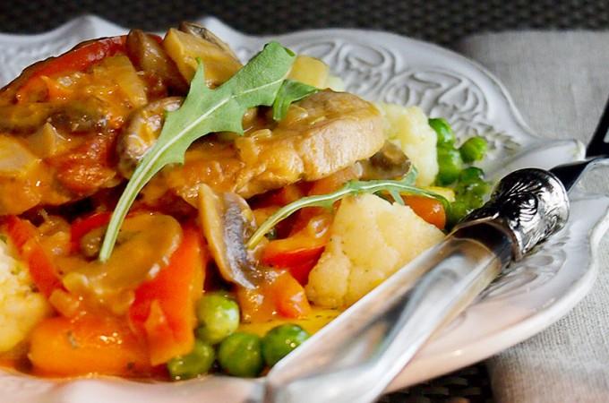 Polędwiczka wieprzowa z papryką w kremowym sosie z winem Madera / Madeira Pork with Paprika