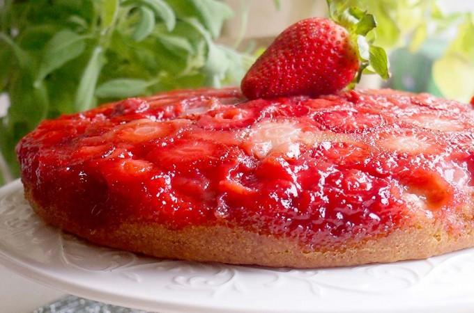 Odwrócone ciasto cytrynowo-truskawkowe / Lemon strawberry upside down cake