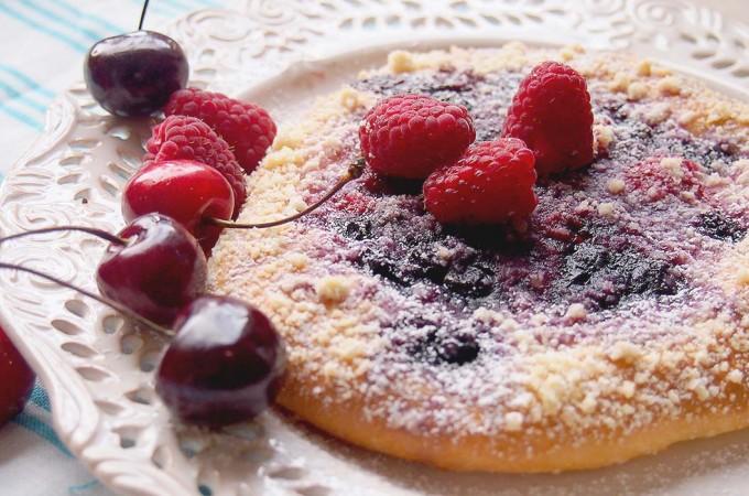 Jagodzianko-malinianki z kruszonką / Blueberry and raspberry rolls with streusel
