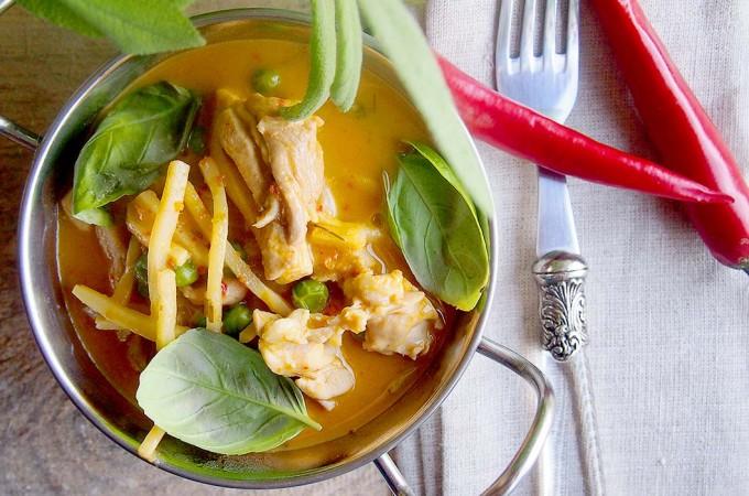 Czerwone curry z kurczakiem w stylu tajskim / Thai red curry with chicken