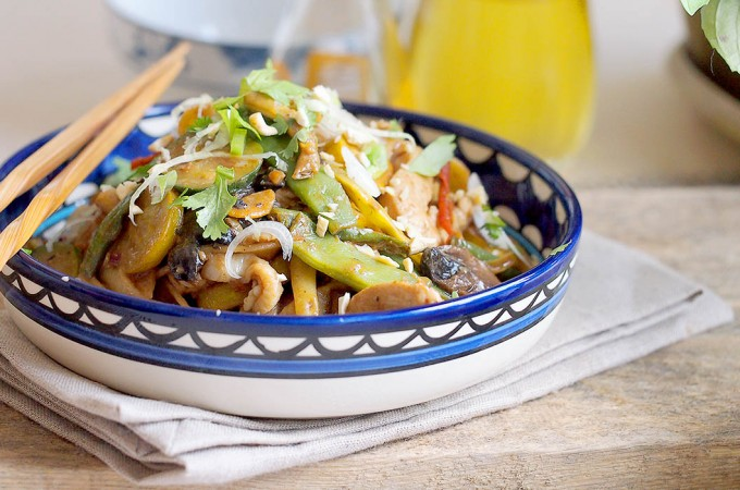 Makaron z kurczakiem i warzywami w sosie z masła orzechowego / Peanut noodles with chicken and vegetables