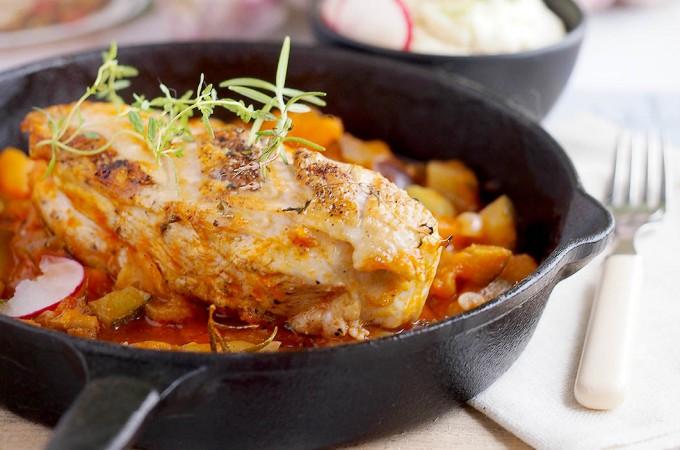 Piersi kurczaka zapiekane z bakłażanem, cukinią i pomidorami / Baked chicken with aubergine, courgette and tomatoes