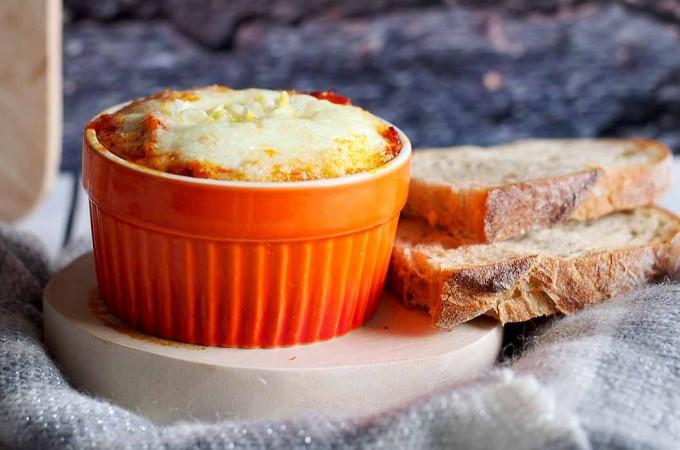 Jajka zapiekane z chorizo / Baked eggs with chorizo