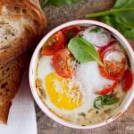 Jajka zapiekane ze szpinakiem i pomidorami / Eggs baked with spinach and tomatoes