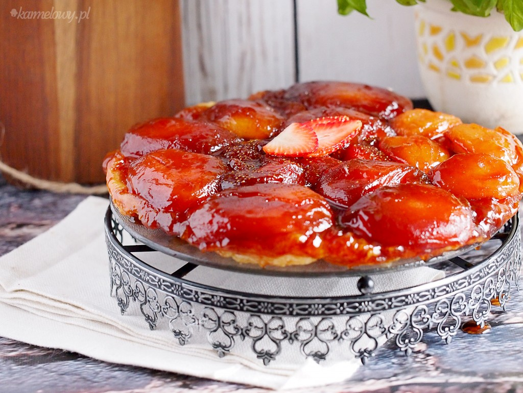 Tarte Tatin z jabłkami i truskawkami / Apple and strawberry Tarte Tatin