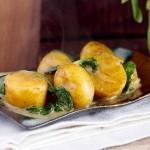 Mlode ziemniaki ze śmietana i szpinakiem / Baby potatoes with cream and spinach