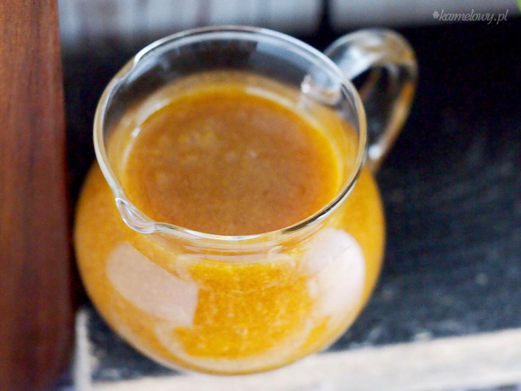 Grillowana kiełbasa ze słodkim sosem musztardowym / Grilled kielbasa with sweet hot mustard sauce