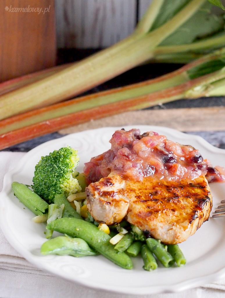 Grillowane kotlety wieprzowe z chutneyem rabarbarowym / Grilled pork chops with rhubarb chutney