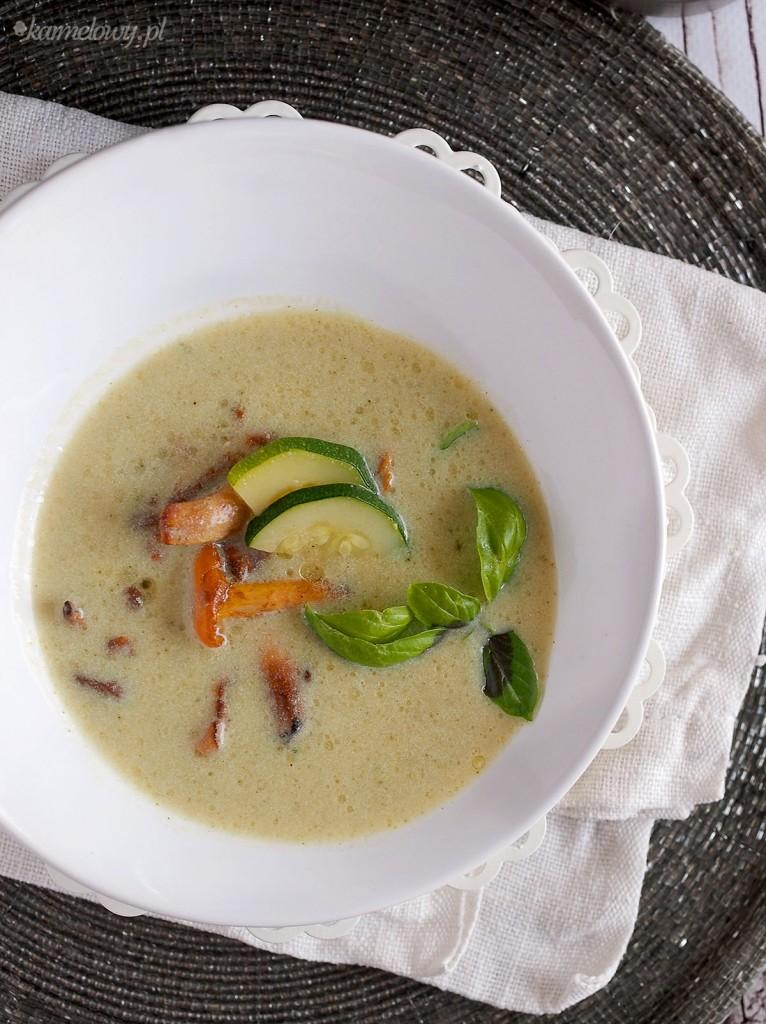 Zupa krem z cukinii z kurkami / Creamy zucchini soup with chanterelles