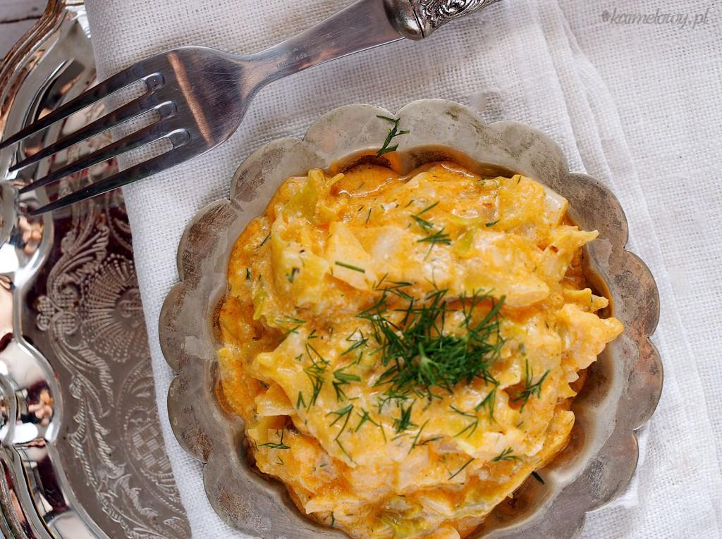 Zasmażana kapusta w kremowym sosie pomidorowym / Sautéed cabbage with creamy tomato sauce